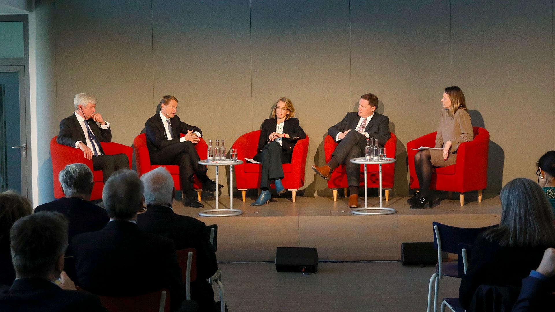 """Veranstaltung """"MITTENDRIN – 70 Jahre öffentlich-rechtlicher Rundfunk"""", 15.04.2019 in Hamburg, Podium.   Bildquelle: NDR/Morris Mac Matzen"""